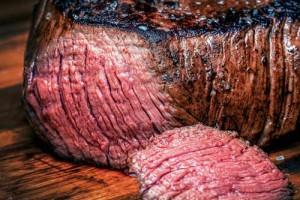Как запечь сочное мясо в духовке?