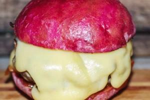 Розовый бургер