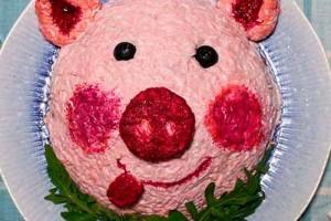 Новогодний салат Свинка